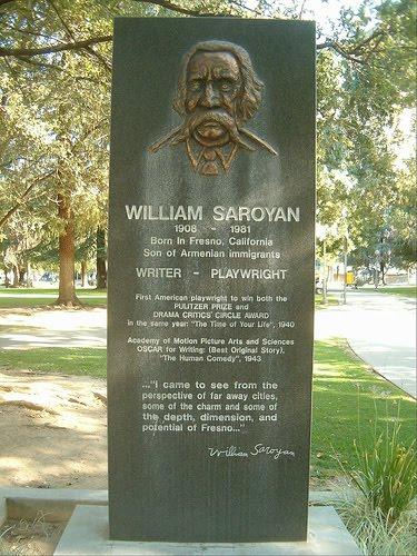 """קבר סרויאן בבית הקברות """"אררט"""" בפרזנו, קליפורניה"""